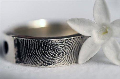 Anelli con impronte digitali - foto via www.etsy.com