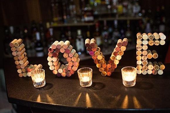 Decorazioni in sughero - foto via www.misposoenonmisveno.wordpress.com