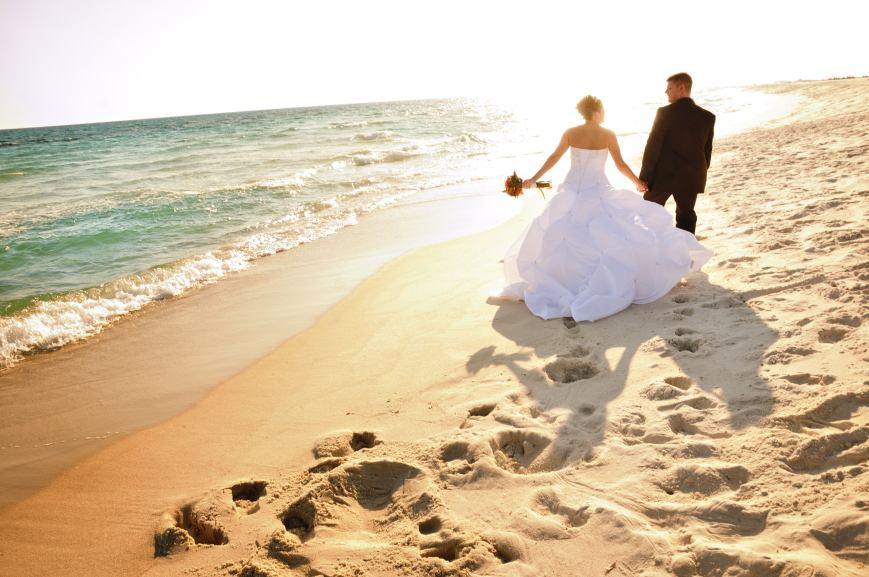 Wedding e gravidanza - foto via www.carriedarlingevents.com