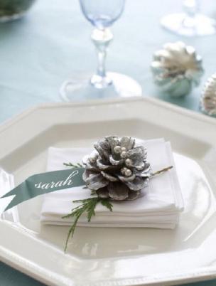 White wedding - foto via deerpearflowers.com